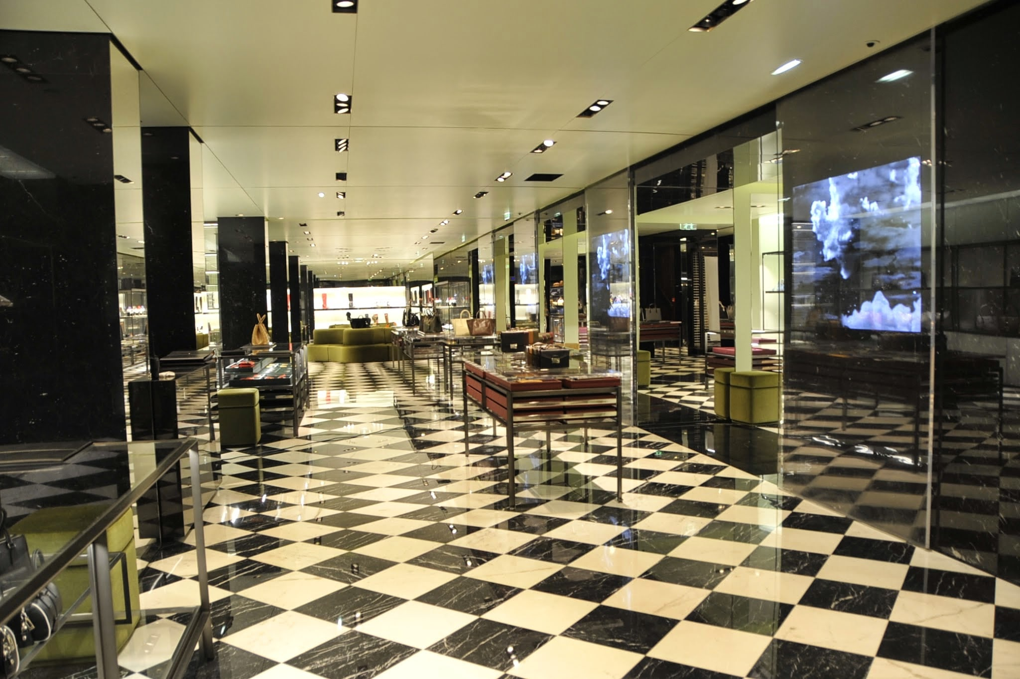 boutique prada paris r novation de marbre pierre depuis 1971. Black Bedroom Furniture Sets. Home Design Ideas